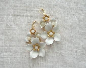 Gold White Bridal Earrings, Floral earrings, White Garden, Gold Wedding Jewelry, Bridal Jewelry, Bridal Shower Gift, Boho bride, Weddings