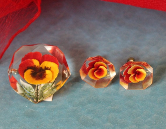 Vintage 40s 1950s  3D Pansy Pansies Lucite reverse