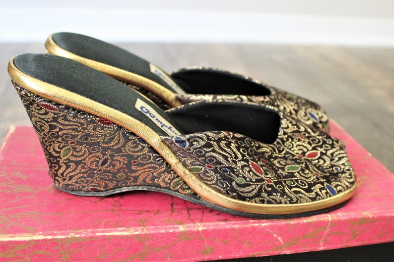 Size US 612 to 7 Vintage 1950/'s 60s Bombshell Pinup Oomphies Black gold metallic Brocade Slides mules slippers sandals slip on heels