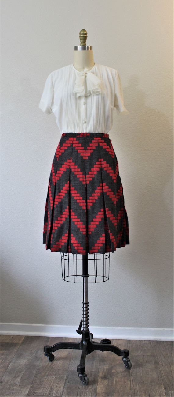 90s does 60s Vintage Milly of New York Black White Chevron Wool Mini Skirt w Gold Hardware Silk Lining Size 8