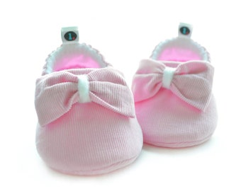 Big Bow Baby Booties: baby shoes | baby moccs | baby girl | new baby gift | newborn | baby shower gift | baby clothes | girl power