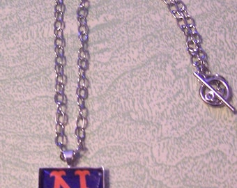 Vintage New York Mets one-inch bezel and glass necklace