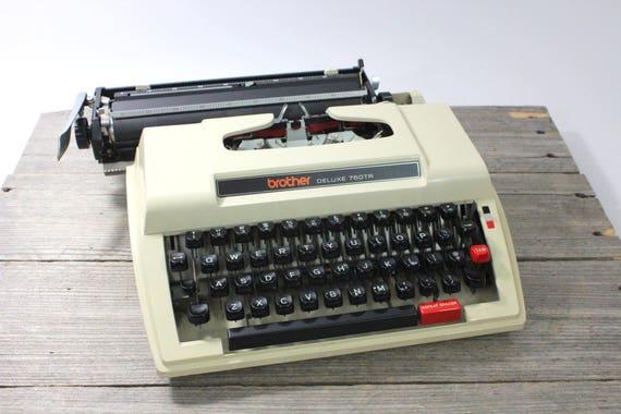Brother Deluxe 750TR macchine da scrivere portatile, abbronzatura. Made in Nagoya, Giappone. Macchina da scrivere portatile vintage macchina