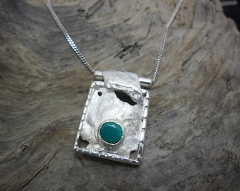 Crimped a chrysoprase sterling silver necklace