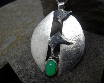 Crimped a chrysoprase sterling silver pendant