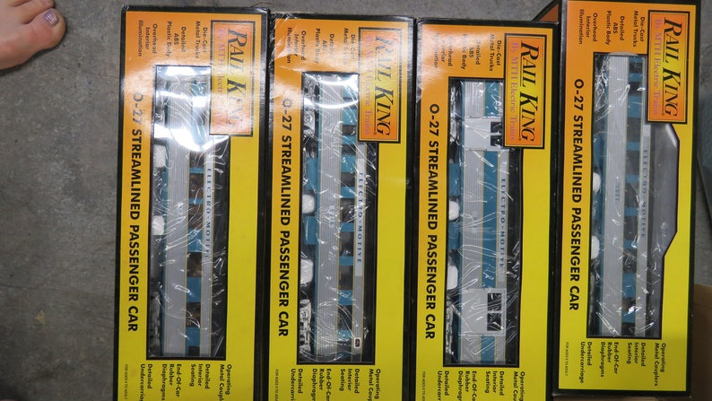 Transformer And Controller BlueGrey Train Set Complete Rail King F-3 AA Diesel Engine Train Set With 4 Passenger Cars Track