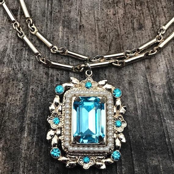 Vintage Coro Pearl and Light Blue Rhinestone Neck… - image 4