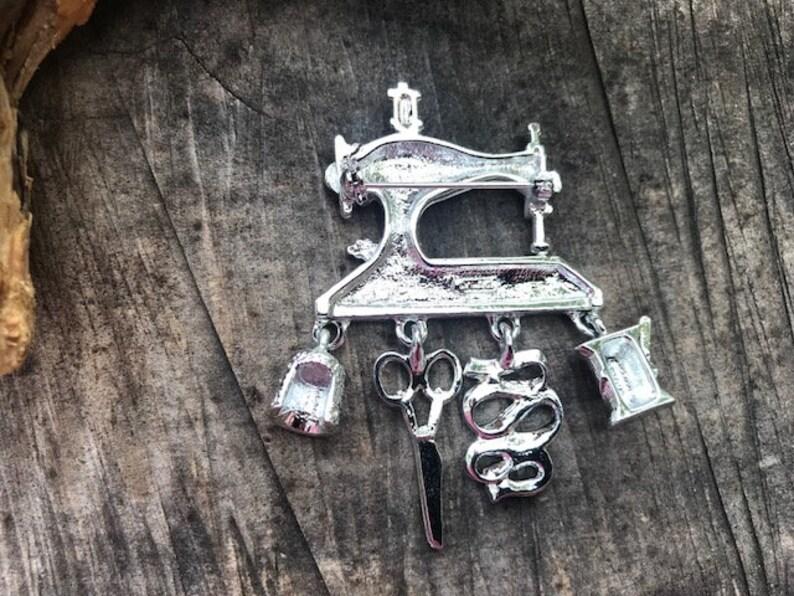 Dangling Sewing Charm Brooch Danecraft Vintage Sewing Machine Brooch
