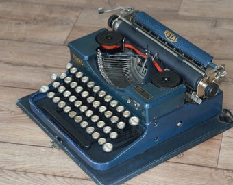 Very Rare Typewriter - Crackled Blue Royal Portable P - Fully Serviced - Working Perfectly