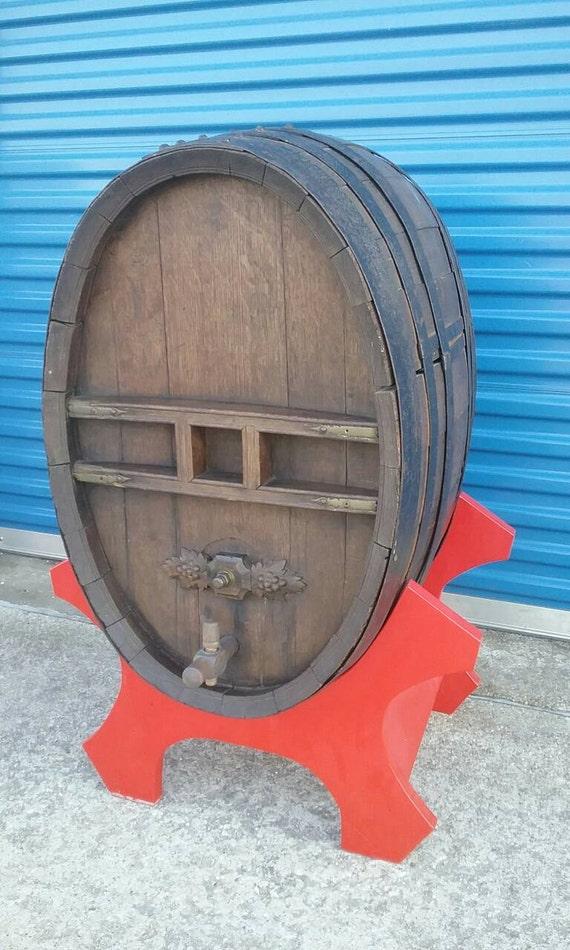 authentique divers styles chaussures élégantes Grand vieux tonneau de vin ovale baril whisky bière vintage authentique  Français Allemand antique vignoble de brasserie