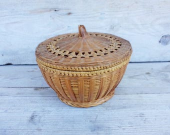 Vintage Hand Woven Wicker Basket, Wicker Basket with Lid, 50s Kitchen Basket, Natural Materials, Rustic Home Decor