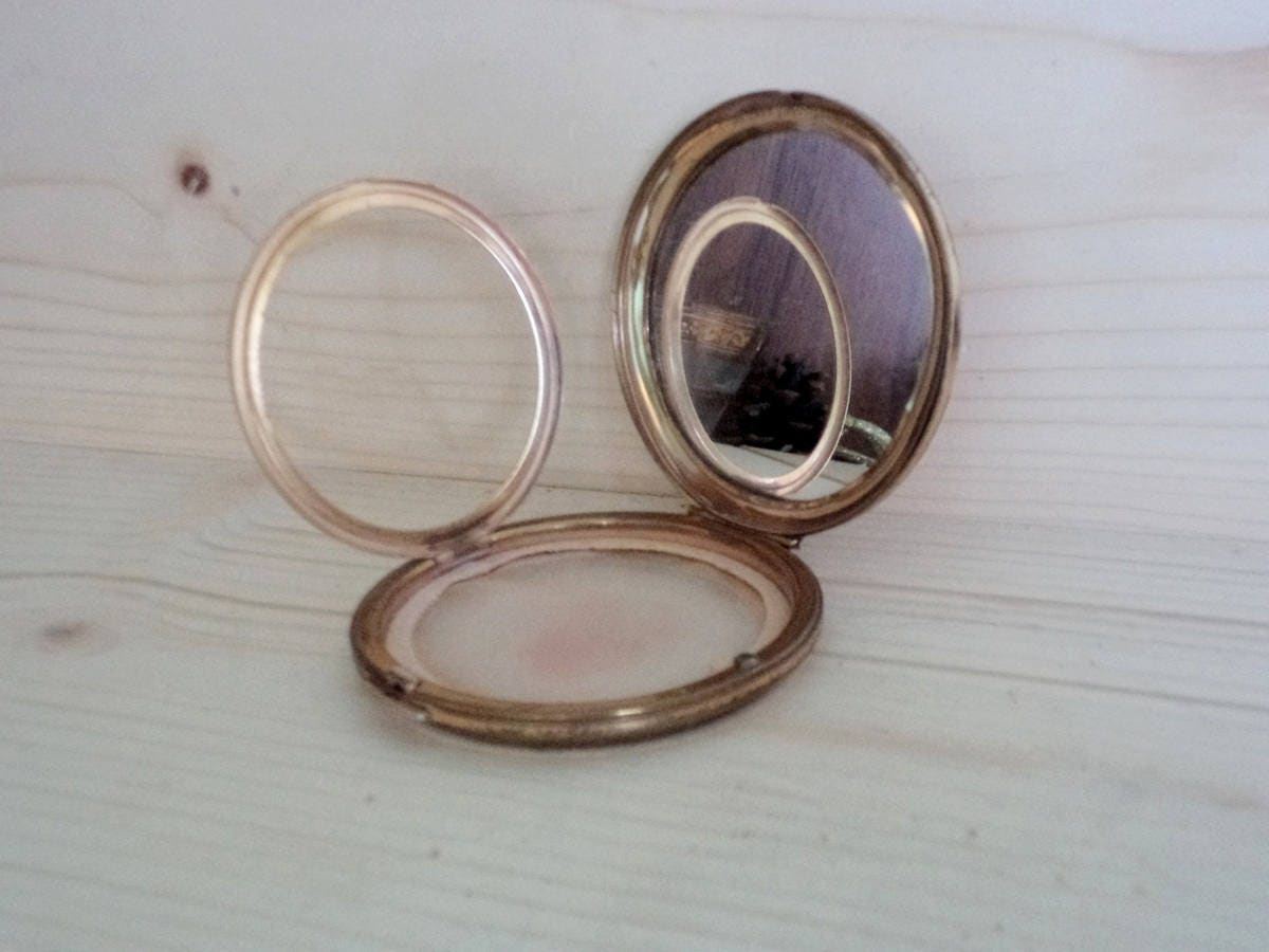 Vintage Stratton Powder Compact, Gold colored metal Rowder