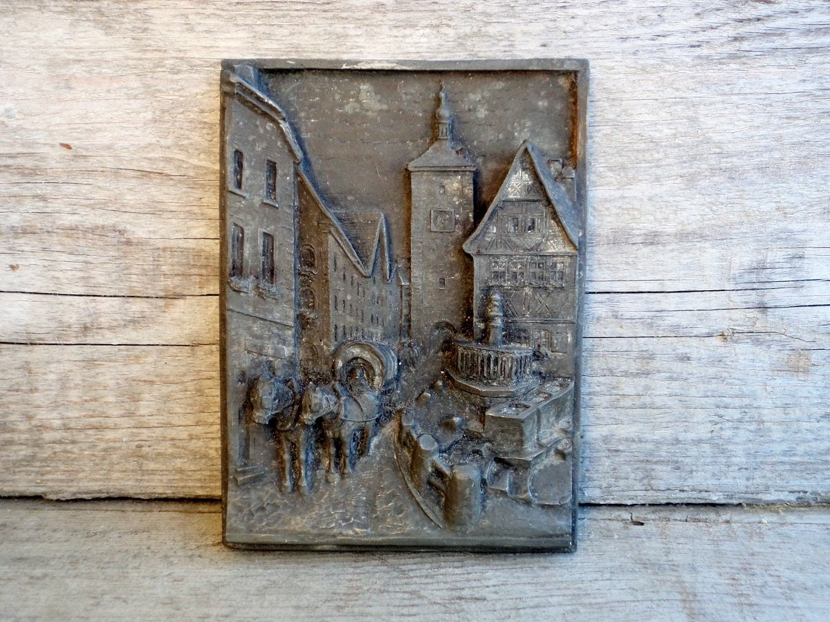 Vintage 3D wall art, Relief Resin Wall Decor, Retro urban
