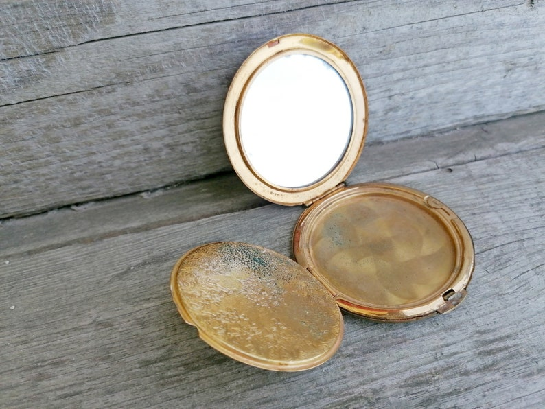 Vintage Powder Compact Ornate Brass Powder Box with Leaves Brass Powder Case with Mirror Compact Vanity Powder Box