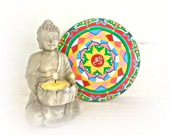 Appendere un mandala sulla parete con simbolo om, energia di guarigione, decorazione per casa, regalare simboli sacri dipinti.