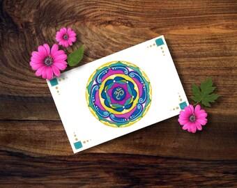 Cartolina con mandala dipinta a mano ad acquerello; piccolo quadro con simbolo OM per ottenere il benessere interiore.