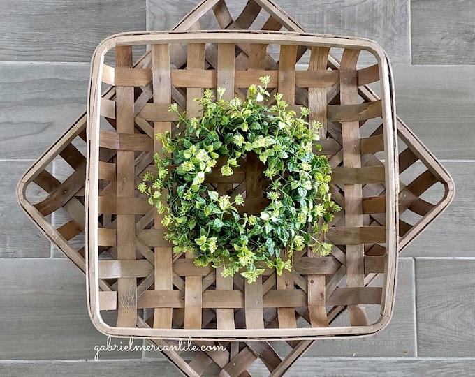 Boxwood Square Tobacco Basket Wreath.