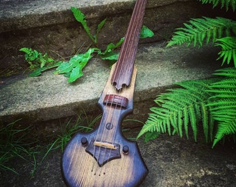 Electric cello with a magnetic pickup