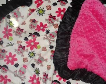Skull baby blanket. Minky Baby Blanket. Pink Skull Baby Blanket. Baby girl blanket. Baby Girl baby bedding.