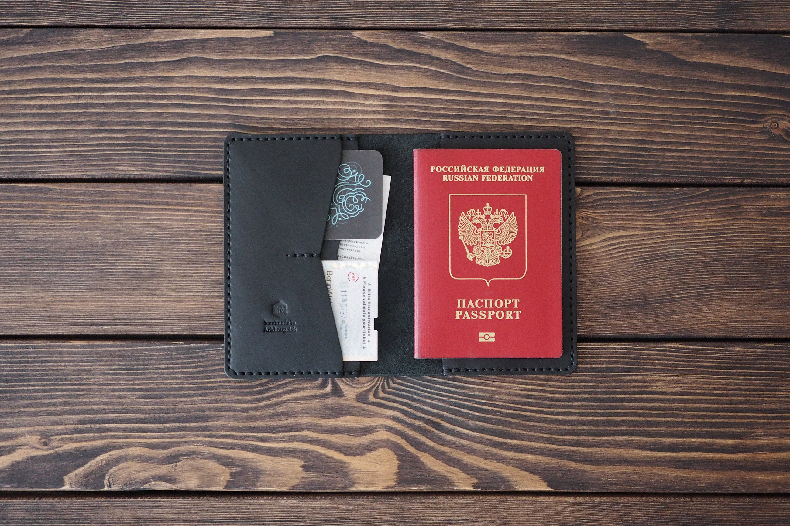 Christmas leather gift set. Set of personalized leather passport cover and zi...