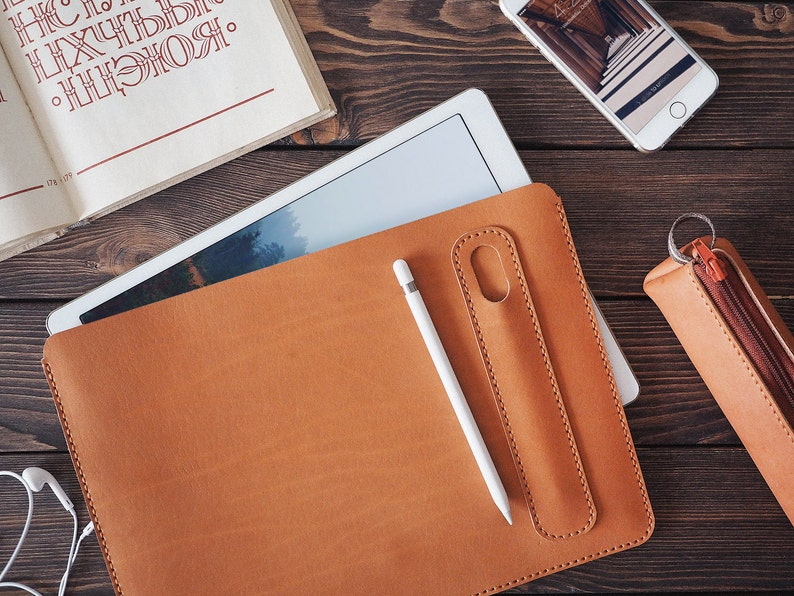 new product 13c7d 3e988 iPad Pro 12.9 inch leather cover. Personalized iPad Pro and Apple Pencil  holder. iPad leather case. Free personalization. Light brown color.