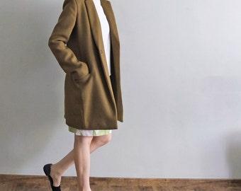 Khaki green tailor-fit minimalist wool coat