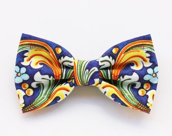 Blue majolica bow tie for men, blue floral print bow tie, tie for groom, shabby chic wedding, groomsmen gift, floral fabric, Sicilian style