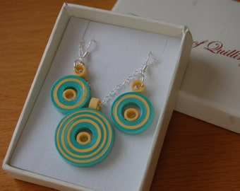 Quilled Jewellery - Turquoise and yellow pendant with earrings