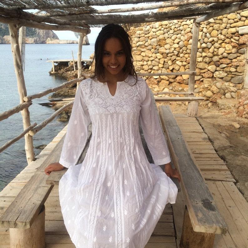 84f1e13c2336 Weiß-Ibiza-Tunika-Kleid aus Musselin Baumwolle mit