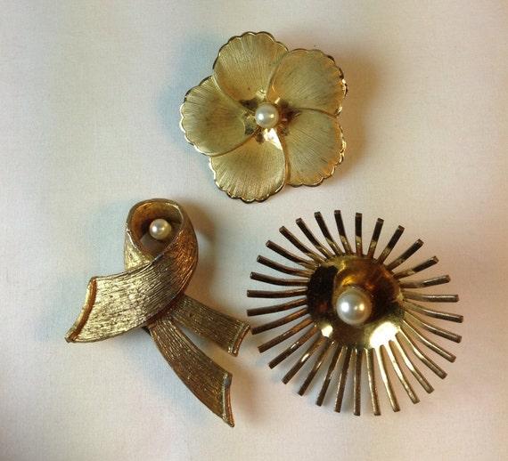 Vintage 1940's Pins. Vintage Brooch