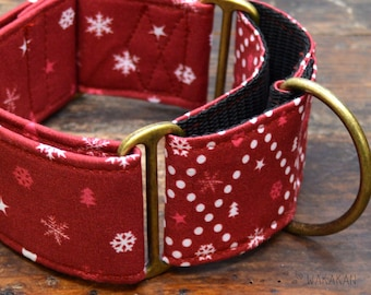 Martingale dog collar model Cozy Winter Red. Adjustable and handmade with 100% cotton fabric. Winter, xmas tree, snowflakes. Wakakan