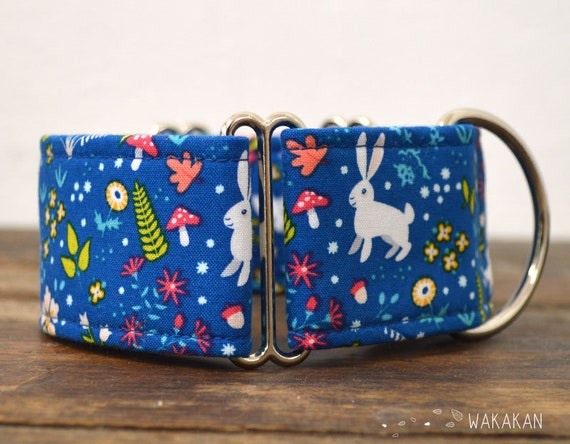 Martingale dog collar model Alice. Adjustable and handmade with 100% cotton fabric. Bunnies in blue field. Wakakan