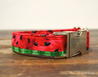 Watermelon dog collar. Adjustable and handmade with 100% cotton fabric. Fruity pattern in two fabrics, summer style Wakakan