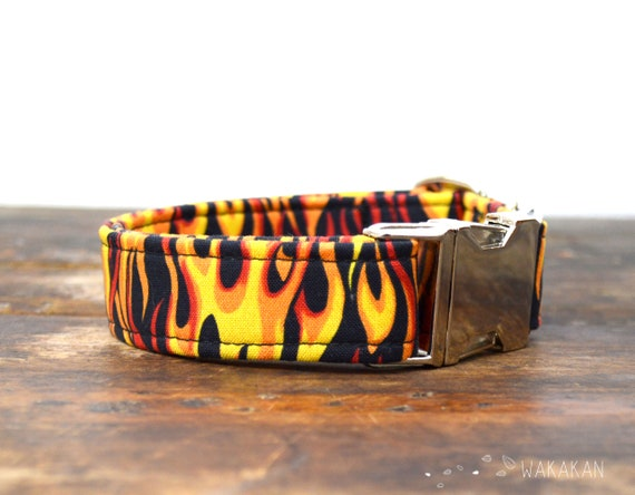 Fire collar adjustable. Handmade with 100% cotton fabric. Flames, red and yellow pattern. Wakakan