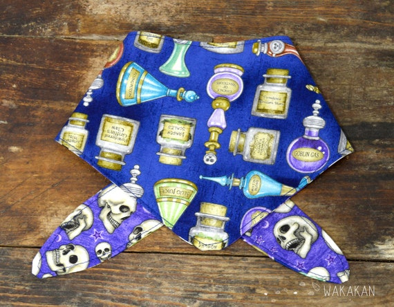 Tie-on reversible dog bandana model Potions. Handmade with 100% cotton fabric. Magic, fantasy, skulls Wakakan