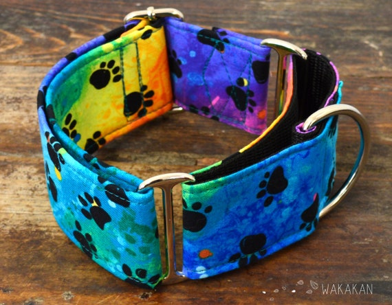 Martingale dog collar model Groovy Dog. Adjustable and handmade with 100% cotton fabric. Rainbow, paw, hippie. Wakakan