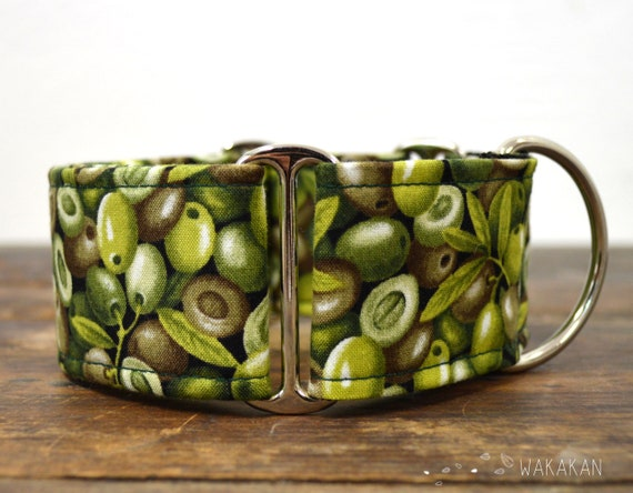 Martingale dog collar model Olives. Adjustable and handmade with 100% cotton fabric. Green, olive Wakakan