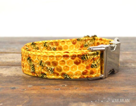 Bee Sweet dog collar adjustable. Handmade with 100% cotton fabric. Beautiful bee pattern. Wakakan