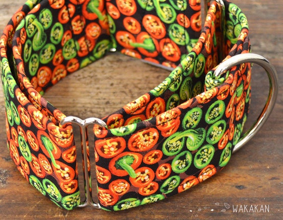 Martingale dog collar model Jalapeno. Adjustable and handmade with 100% cotton fabric. Chili, peppers Wakakan
