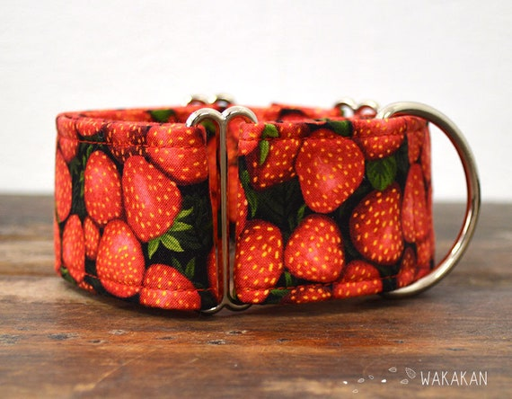 Martingale dog collar model Strawberries. Adjustable and handmade with 100% cotton fabric. fruit with leaves. Wakakan