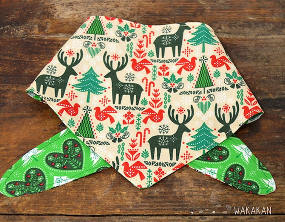 Tie-on reversible dog bandana model Reindeer. Handmade with 100% cotton fabric. Xmas tree, mistletoe . Wakakan