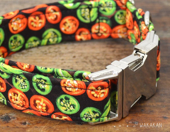 Jalapeno dog collar. Adjustable and handmade with 100% cotton fabric. Green and red chilis, spicy Wakakan