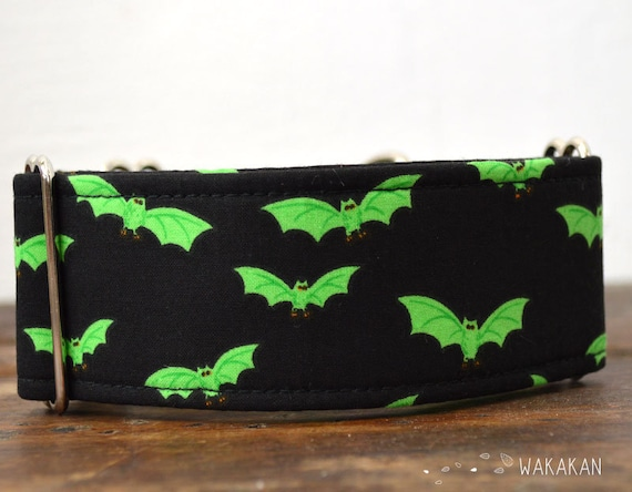 Martingale dog collar model Radioactive Bats. Adjustable and handmade with 100% cotton fabric. Green Wakakan