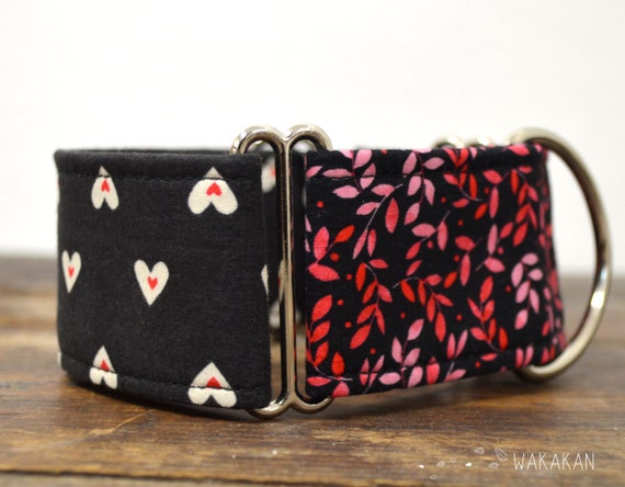 Martingale dog collar model Perfect Match. Adjustable and handmade with 100% cotton fabric. hearts in dark, valentine's. Wakakan