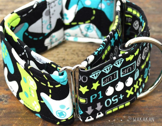 Martingale Gamer dog collar adjustable. Handmade with 100% cotton fabric. Videogame controllers. Wakakan