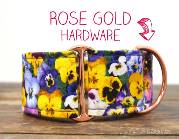 Martingale dog collar model Dream On. Adjustable and handmade with 100% cotton fabric. Spring flower field, pansies Wakakan