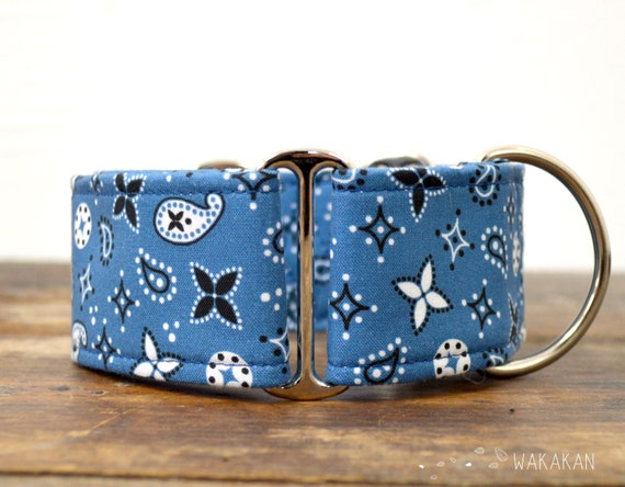 Martingale dog collar model Blue Bandana. Adjustable and handmade with 100% cotton fabric. Blue and black. Wakakan