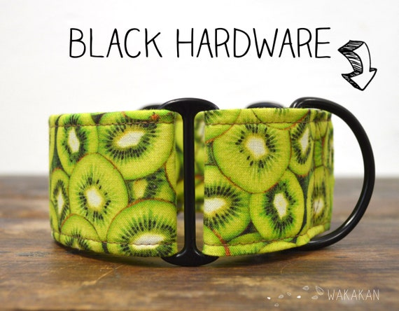 Martingale dog collar Kiwi. Adjustable and handmade with 100% cotton fabric. kiwifruit pattern, fruit, green Wakakan