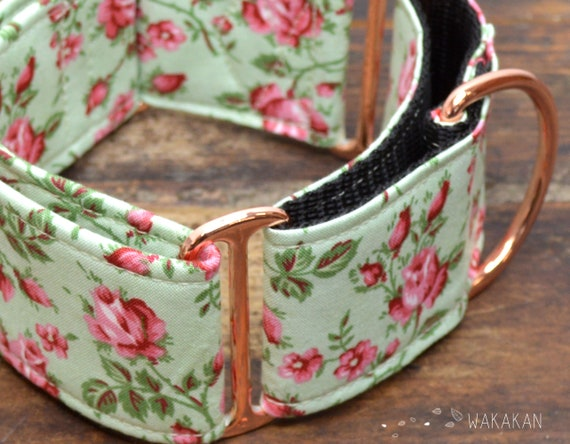 Martingale dog collar model Vintage Roses. Adjustable and handmade with 100% cotton fabric. Flowers, Spring Wakakan