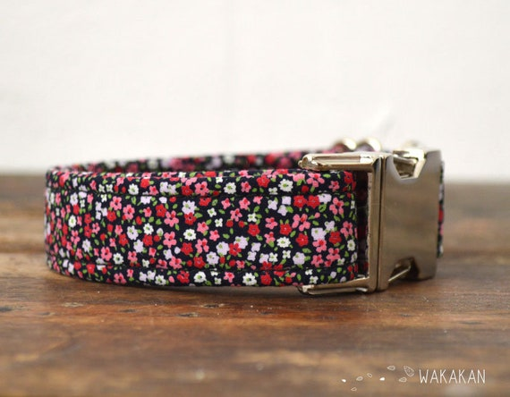 Tiny Flowers dog collar adjustable. Handmade with 100% cotton fabric. Small flowers, flowerly pattern. Wakakan